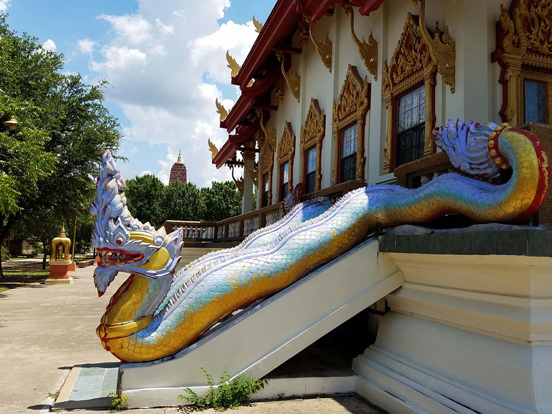 Girlfriends Asian Tour - Dragon onTemple at Wat Keller