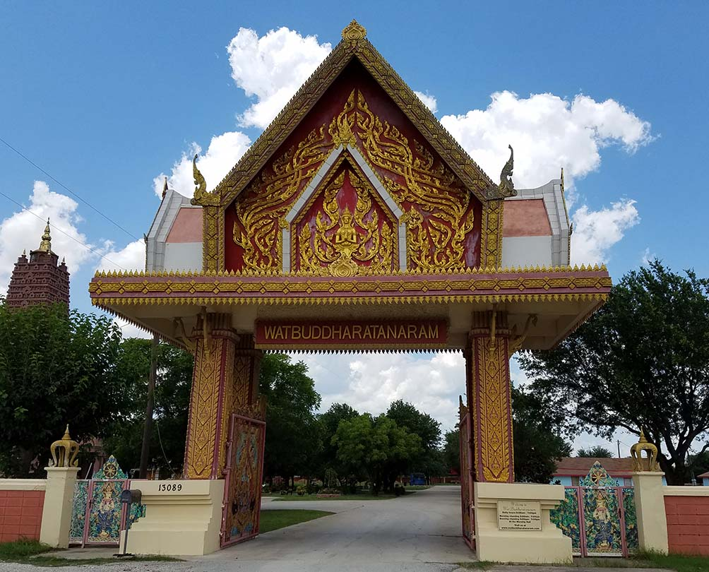 Girlfriends Asian Tour - Entrance to Wat Keller