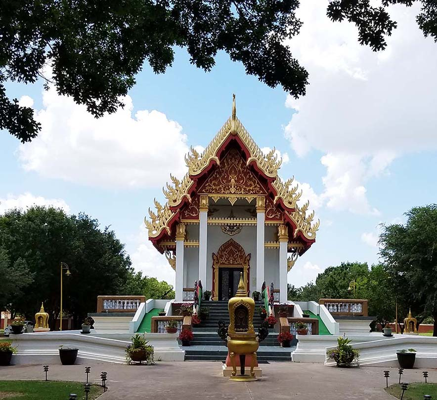 Girlfriends Asian Tour - Temple at Wat Keller