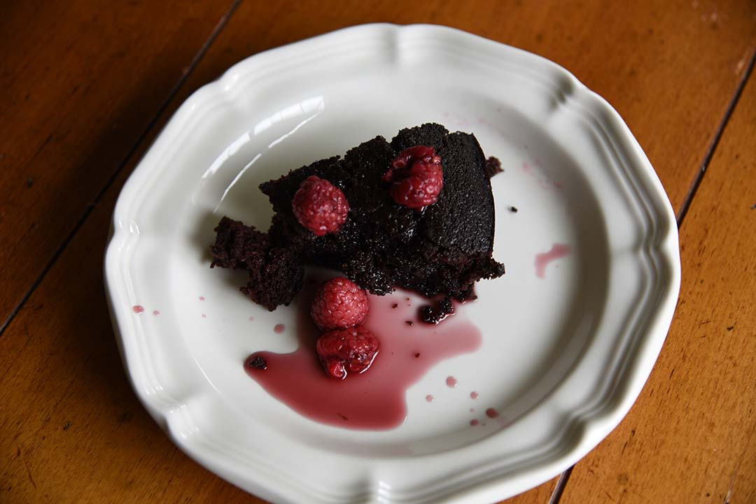 Chocolate Cake with Raspberries for Wine Tasting - Piece of cake 1