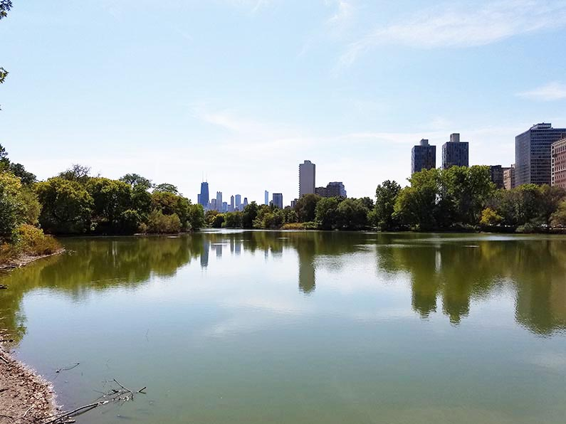 Walk through Lincoln Park in Chicago - Lincoln Park North Pond