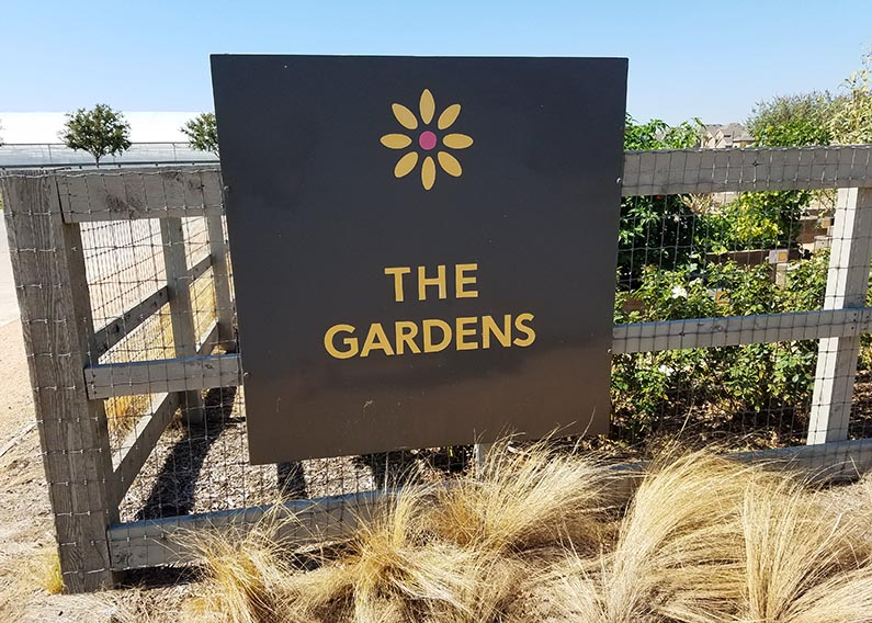 2017-10-18 Morning Coffee at Farmhouse Coffee & Treasures - the gardens