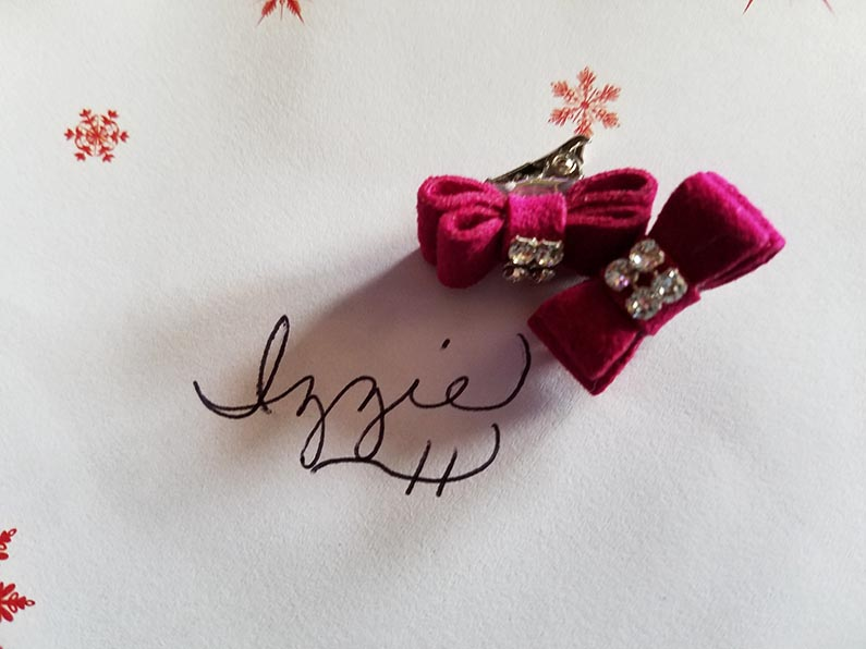 2017-12-30 Happy Holidays from Izzie - Hair bows